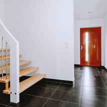 Friendly entrance area and wooden staircase to the second floor